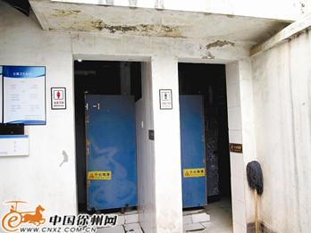 云龙公园北门公厕内部缺无障碍设施