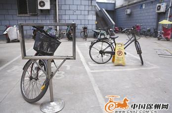 破旧自行车成抢占车位利器