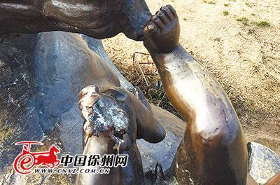 云龙湖畔景观雕塑破损