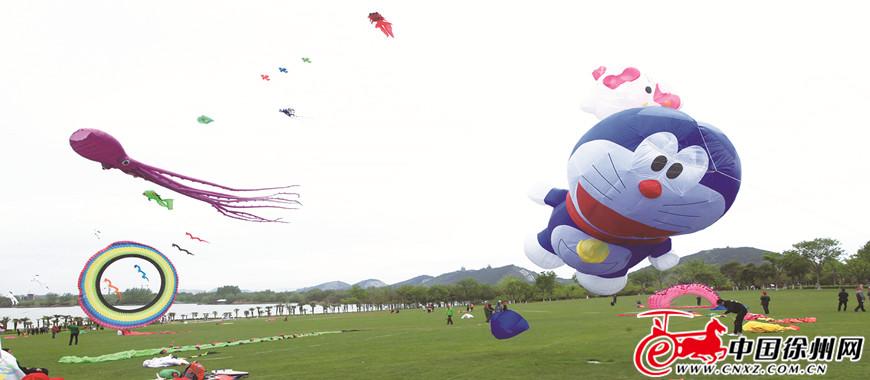 数万市民大龙湖畔 感受风筝魅力