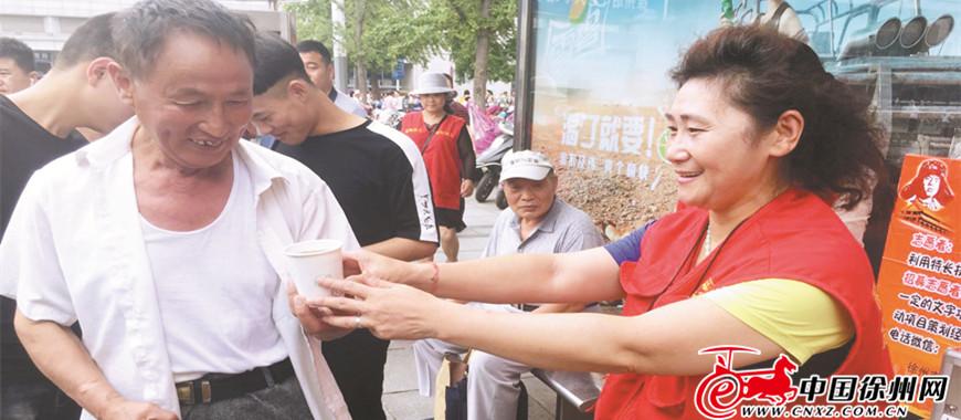 志愿者用汗水浇筑城市文明底色