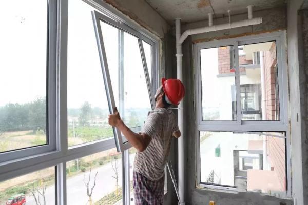 邳州这个镇集中居住点盖起了电梯小洋房,配套学校、地暖、游园、风光带……幼儿早期教育